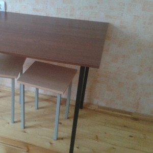 Стол обеденный и табурет в Бобруйске